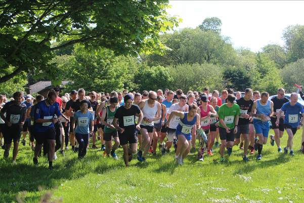 10k runners setting off