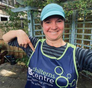 julie pointing to her Chilterns MS Centre running vest